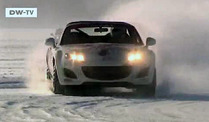 Am Limit: Das Mazda MX-5 Ice Race in Schweden. (Screenshot: Deutsche Welle)