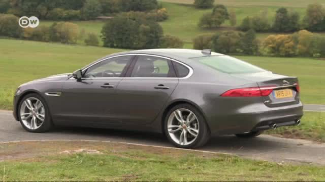 Am Start: Jaguar XF Limousine. (Screenshot: Deutsche Welle)
