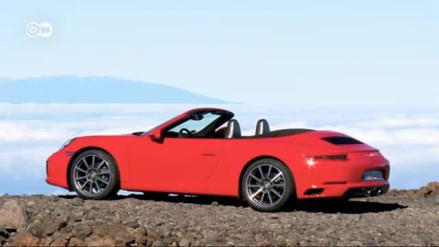 Kleine Revolution beim Porsche 911 Carrera Cabriolet. (Screenshot: Deutsche Welle)