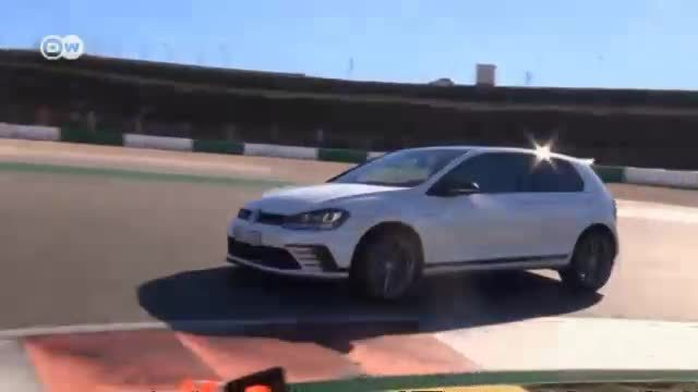 VW-Jubiläumsmodell Golf GTI Clubsport. (Screenshot: Deutsche Welle)