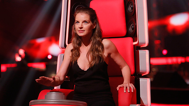 the voice of germany 2016 yvonne catterfeld sticht jury. Black Bedroom Furniture Sets. Home Design Ideas