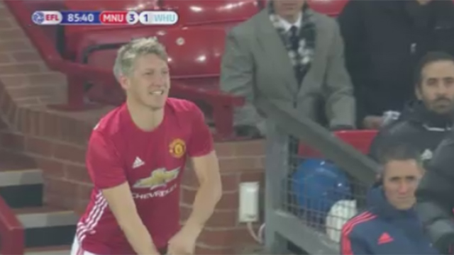 Schweinsteiger feiert Comeback nach 255 Tagen. (Screenshot: Perform/ePlayer) (Quelle: (Screenshot: Perform/ePlayer))