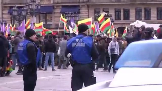 Demonstrationen von Kurden in Frankfurt am Main (Screenshot: Reuters)